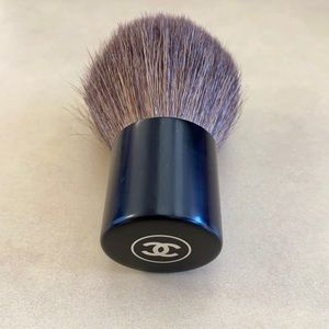 Authentic CHANEL touch up brand new brush.